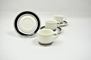 Kaffekoppar och underfat  3 st, Faenza, Svartrand, PW