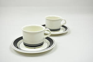 Kahvikupit ja aluslautaset 2 kpl, Faenza, Mustaraita, PW  (MYYTY)