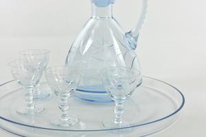 Karahvi ja lasit 4 kpl + tarjoilualusta, hiottu kuvio, IK
